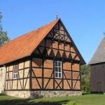St. Magdalenen-Kirche mit freistehendem Glockenturm, Undeloh